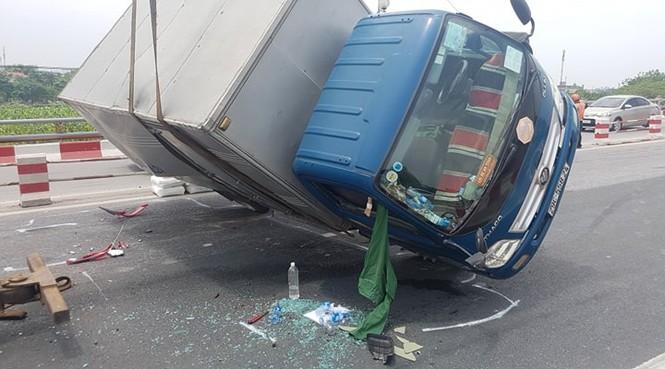 Giao thông ùn tắc cả cây số sau vụ tai nạn liên hoàn trên cầu Thanh Trì - ảnh 10