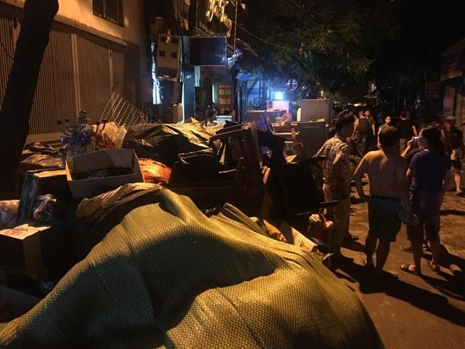 Đang cháy lớn tại Công ty Cổ phần Bóng đèn Phích nước Rạng Đông - ảnh 12