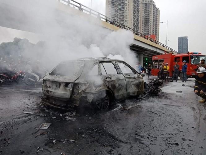 Xác định nạn nhân tử vong trong vụ Mercedes gây tai nạn liên hoàn - ảnh 1
