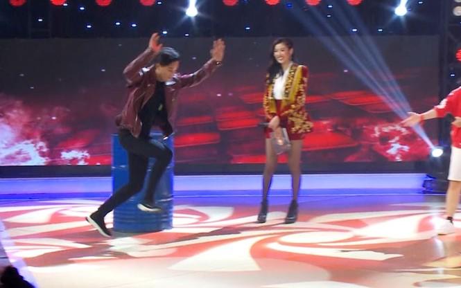 'Thầy giáo mưa' Mai Tài Phến biểu diễn lộn mèo trên sóng truyền hình - ảnh 4