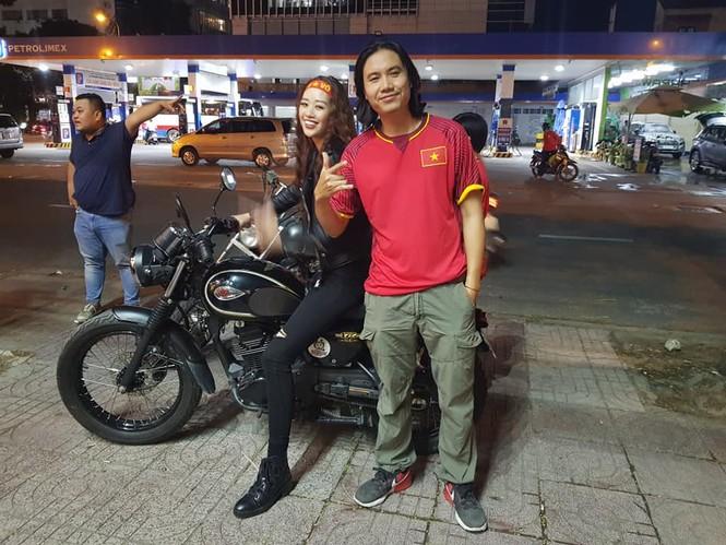 Tân Hoa hậu hoàn vũ Việt Nam Khánh Vân cuồng nhiệt với bóng đá  - ảnh 3