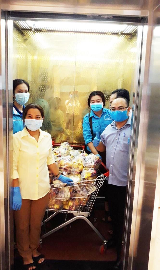 Cuộc sống của người dân trong khu chung cư bị cách ly ở Sài Gòn - ảnh 2