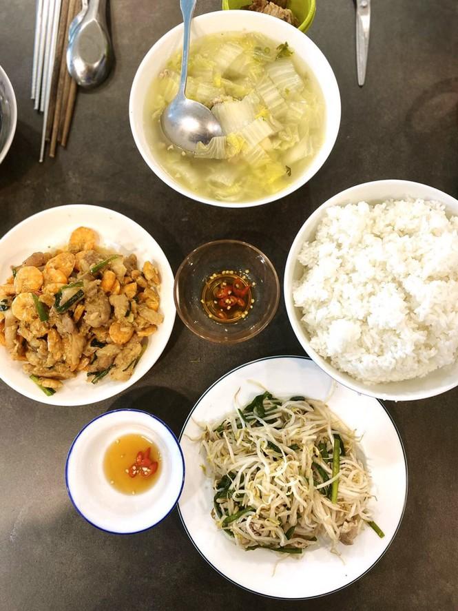 Cuộc sống của người dân trong khu chung cư bị cách ly ở Sài Gòn - ảnh 3