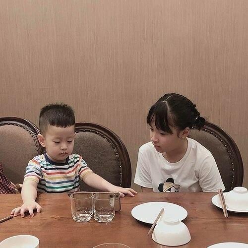 Showbiz 10/5: Hoài Linh trẻ trung với mái tóc mới, Noo Phước Thịnh hóa