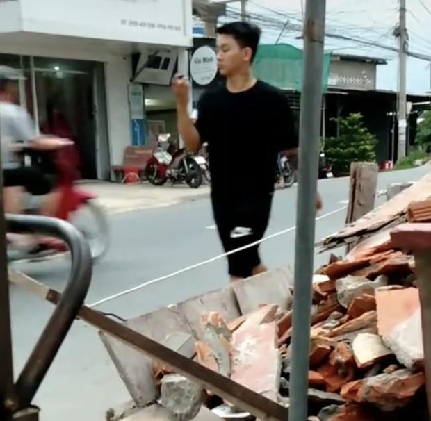 Showbiz 29/6: Nghi vấn Hoài Lâm về quê bán cafe vỉa hè mưu sinh - ảnh 2