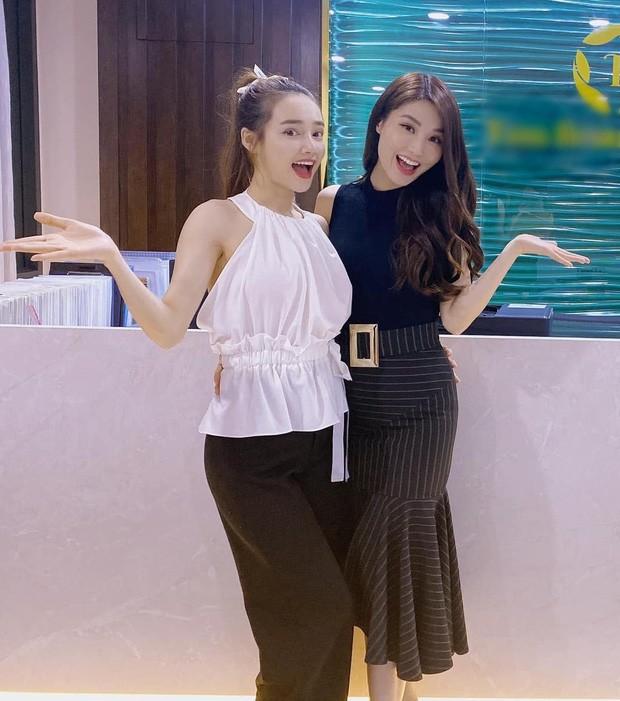 Showbiz 16/7: Xuân Nghị về thăm trường cũ; Sơn Tùng lọt Billboard Social 50 - ảnh 13