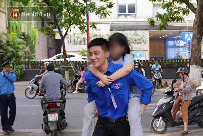 Sắc màu SV 19/7: Rich kid Việt có thu nhập khủng, nam sinh gây sốt cỗng bạn đi thi - ảnh 3