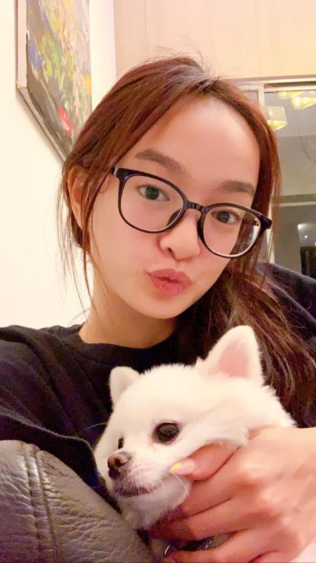 Showbiz 27/7: Hoàng Thùy mặc bánh bèo gây tranh cãi, Kaity Nguyễn chủ động cách ly - ảnh 3
