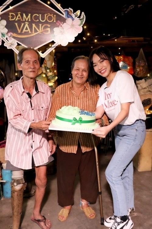 H'Hen Niê ủng hộ cho Đà Nẵng 50 triệu; Diệu Nhi tặng nhẫn cho ông bà nhặt ve chai - ảnh 2
