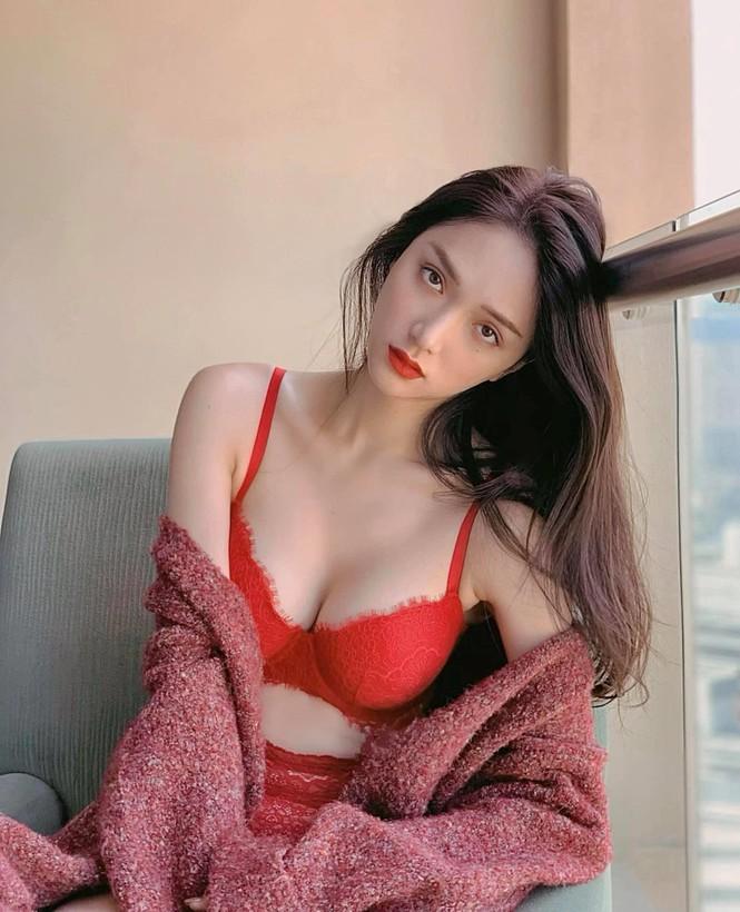 Hà Anh kỷ niệm 4 năm ngày cưới sau cách ly, Hương Giang khoe ảnh bikini nóng bỏng - ảnh 5