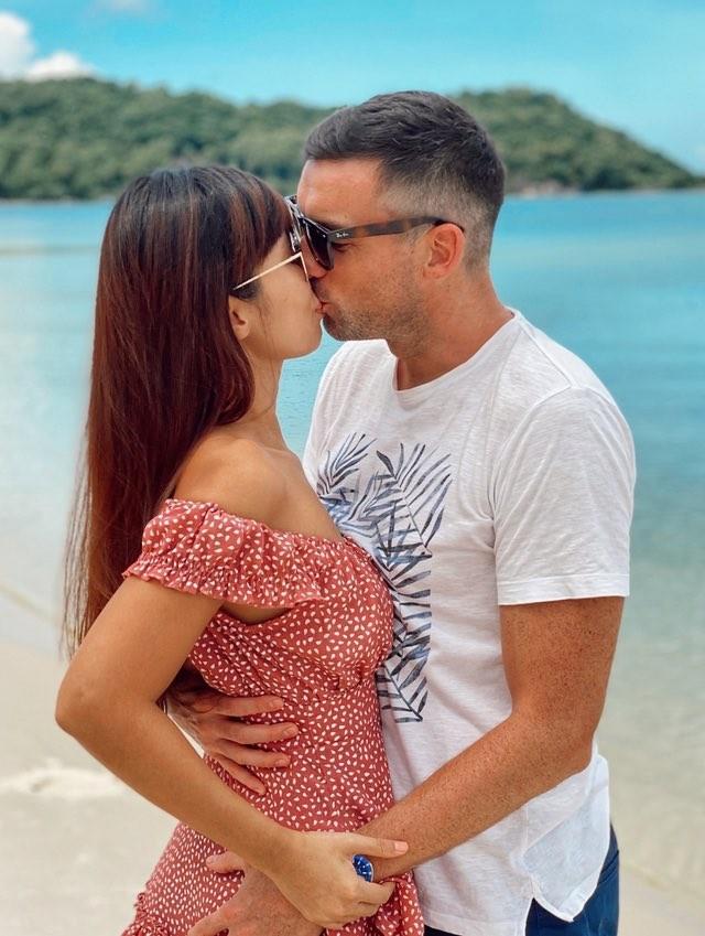 Hà Anh kỷ niệm 4 năm ngày cưới sau cách ly, Hương Giang khoe ảnh bikini nóng bỏng - ảnh 11