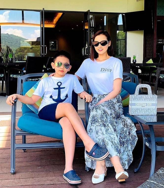 Hà Anh kỷ niệm 4 năm ngày cưới sau cách ly, Hương Giang khoe ảnh bikini nóng bỏng - ảnh 19