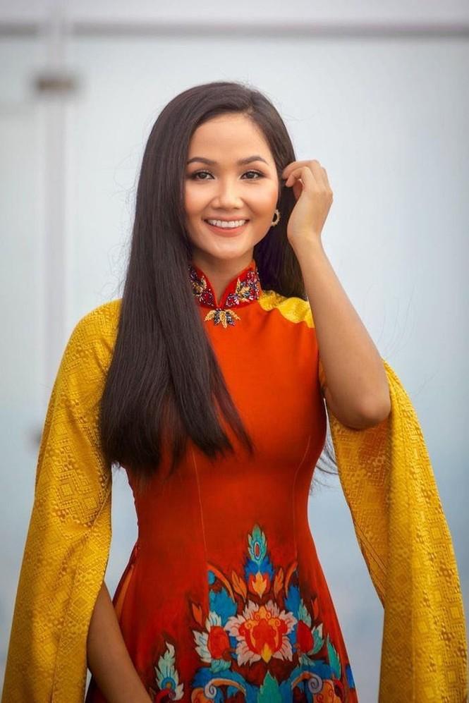 Lã Thanh Huyền đổi kiểu tóc dịu dàng nữ tính, Cao Thái Sơn bất ngờ đăng status tiêu cực - ảnh 4