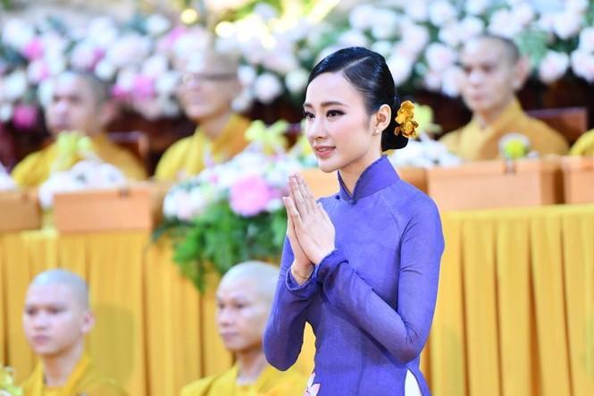 Hari Won, Nhật Kim Anh hạnh phúc bên mẹ, Angela Phương Trinh diện áo dài tại lễ Vu Lan - ảnh 13