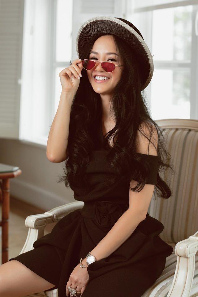 Hari Won, Nhật Kim Anh hạnh phúc bên mẹ, Angela Phương Trinh diện áo dài tại lễ Vu Lan - ảnh 15