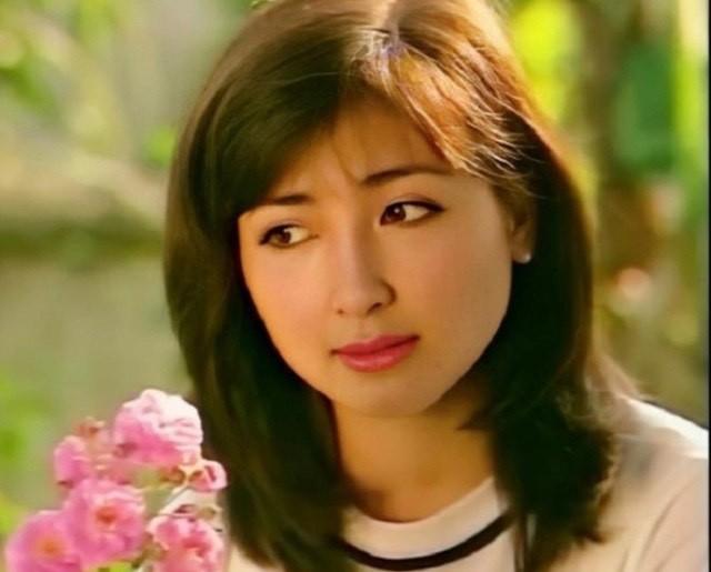 Hari Won, Nhật Kim Anh hạnh phúc bên mẹ, Angela Phương Trinh diện áo dài tại lễ Vu Lan - ảnh 5