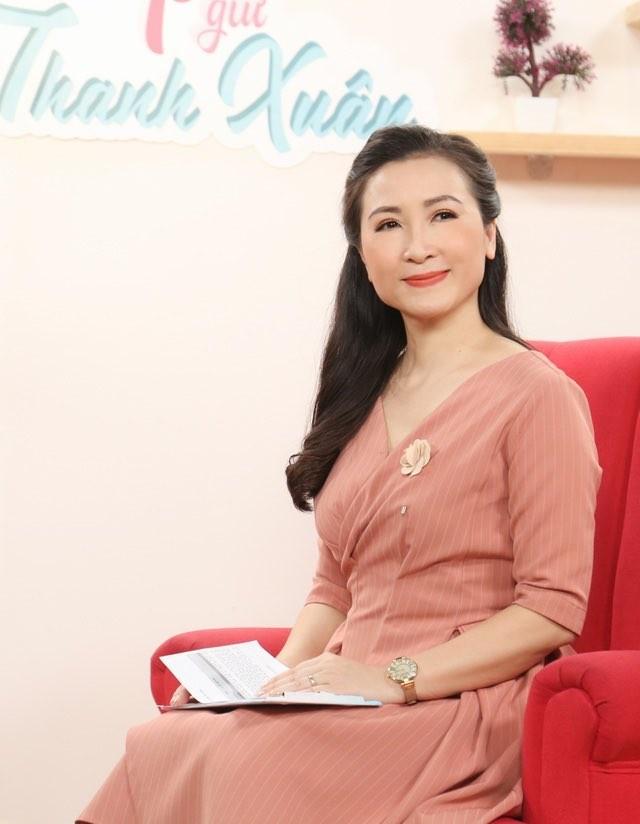 Hari Won, Nhật Kim Anh hạnh phúc bên mẹ, Angela Phương Trinh diện áo dài tại lễ Vu Lan - ảnh 6