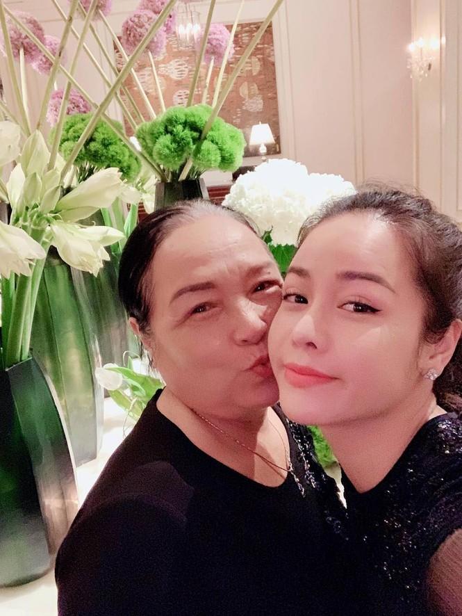 Hari Won, Nhật Kim Anh hạnh phúc bên mẹ, Angela Phương Trinh diện áo dài tại lễ Vu Lan - ảnh 8