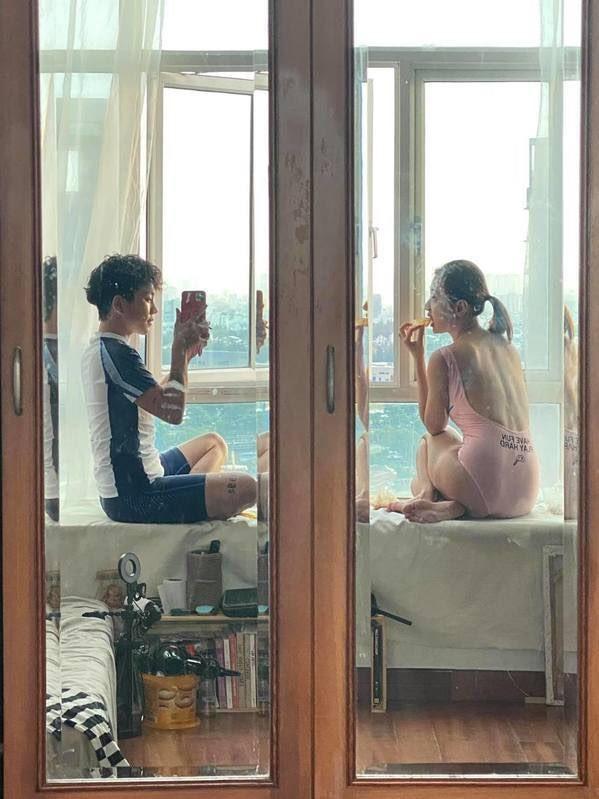 Khởi My bức xúc khi bị fan đòi quà, diễn viên Hoàng Yến tung bộ ảnh trẻ trung ở tuổi 44 - ảnh 14