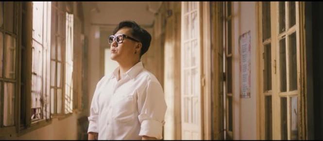Khởi My bức xúc khi bị fan đòi quà, diễn viên Hoàng Yến tung bộ ảnh trẻ trung ở tuổi 44 - ảnh 3