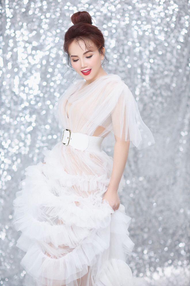 Khởi My bức xúc khi bị fan đòi quà, diễn viên Hoàng Yến tung bộ ảnh trẻ trung ở tuổi 44 - ảnh 9