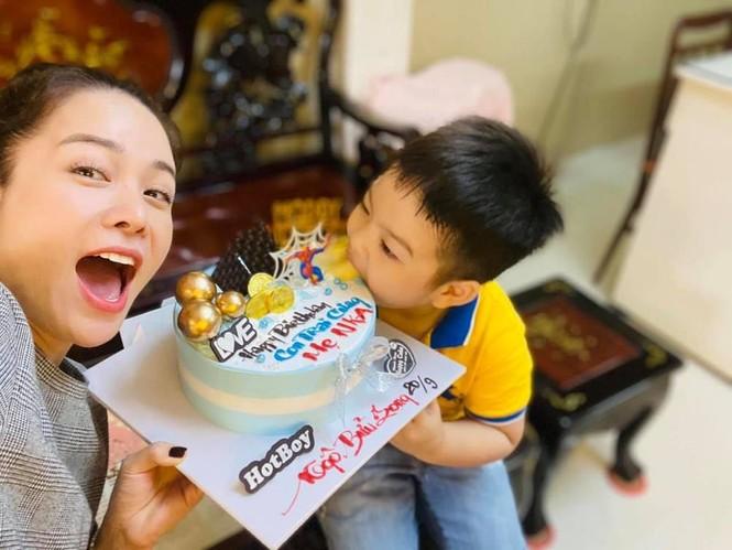Mai Phương Thúy khoe ảnh diện váy bó sát, Lưu Hương Giang bị con gái tố đụng chạm dao kéo - ảnh 12