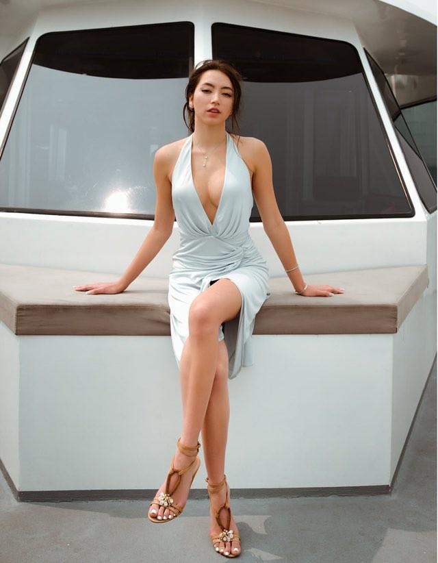Mai Phương Thúy khoe ảnh diện váy bó sát, Lưu Hương Giang bị con gái tố đụng chạm dao kéo - ảnh 3