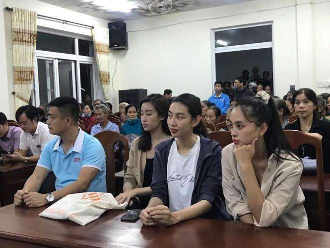 Sao Việt không ngại vào vùng lũ cứu trợ; Thanh Hương hài hước trong tạo hình mới - ảnh 3