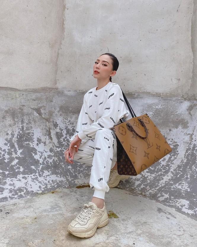 Hoài Linh kêu gọi được hơn 6 tỷ đồng cho bà con miền Trung; Tóc Tiên xuống phố cực ngầu - ảnh 12