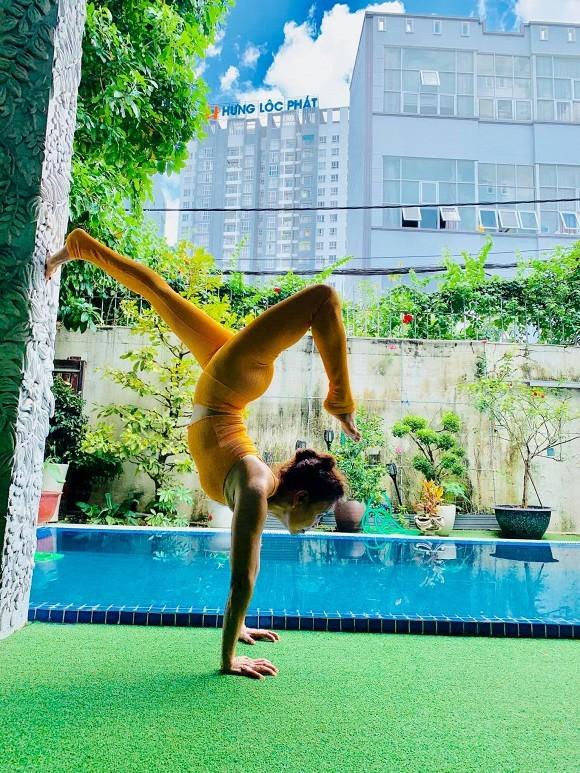 Thu Trang được fan khen trẻ như gái 18; Dế Choắt hỗ trợ bà con miền Trung sửa nhà - ảnh 4