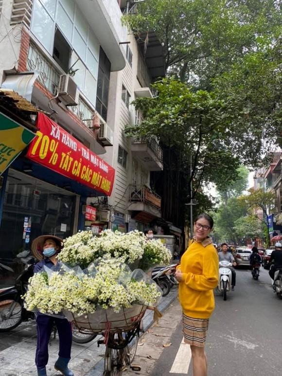 Thu Trang được fan khen trẻ như gái 18; Dế Choắt hỗ trợ bà con miền Trung sửa nhà - ảnh 6