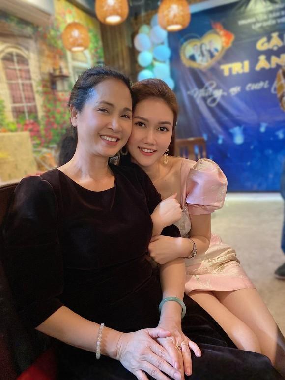 Sao Việt gửi lời chúc mừng tới thầy cô nhân ngày 20/11; Thúy Ngân đăng ảnh thả thính - ảnh 11