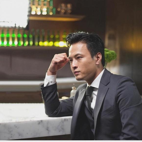 Hiền Hồ vào vai cô y tá trong cảnh quay lãng mạn, con trai Hồ Ngọc Hà bế em cực khéo - ảnh 11