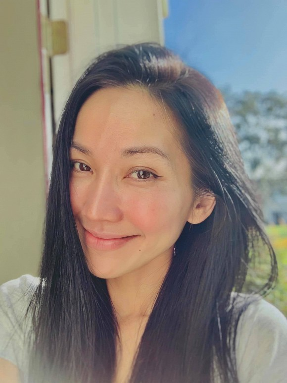 Hiền Hồ vào vai cô y tá trong cảnh quay lãng mạn, con trai Hồ Ngọc Hà bế em cực khéo - ảnh 4