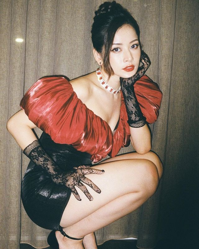 Hiền Hồ vào vai cô y tá trong cảnh quay lãng mạn, con trai Hồ Ngọc Hà bế em cực khéo - ảnh 9