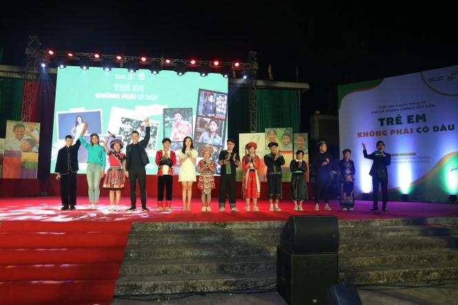 Hari Won, H'Hen Niê tuyên truyền chống tảo hôn tại Hà Giang - ảnh 4