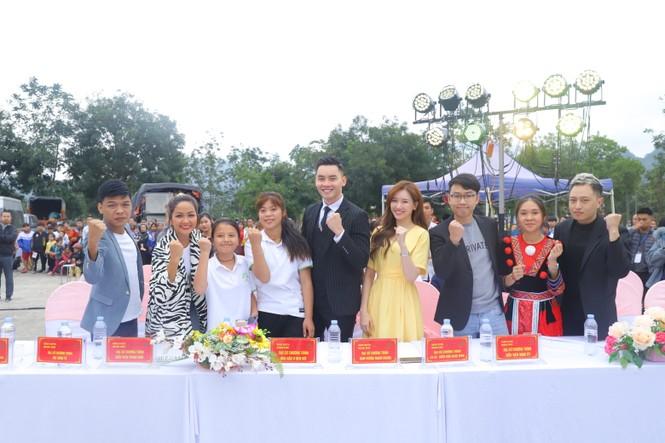 Hari Won, H'Hen Niê tuyên truyền chống tảo hôn tại Hà Giang - ảnh 1