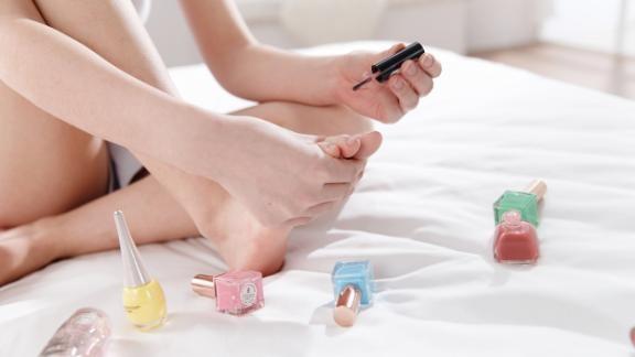 Bí quyết để có đôi chân đẹp miên man - ảnh 4