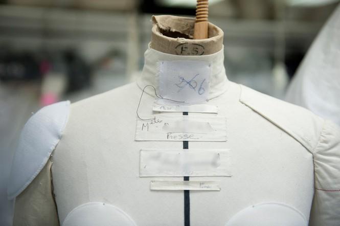 Vì sao trên thế giới chỉ có khoảng 4000 người phụ nữ sở hữu đồ Haute Couture?  - ảnh 6