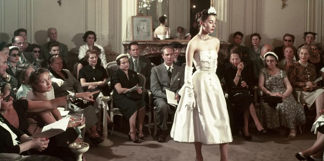 Vì sao trên thế giới chỉ có khoảng 4000 người phụ nữ sở hữu đồ Haute Couture?  - ảnh 3