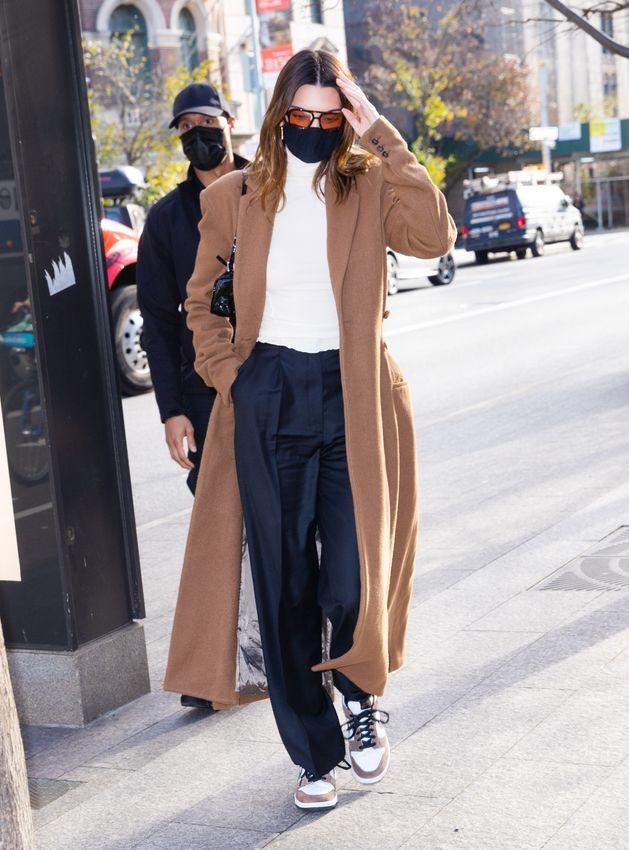 Ngắm outfit dạo phố cuối tuần của Kendall Jenner, biết luôn xu hướng nào sắp lên ngôi - ảnh 1