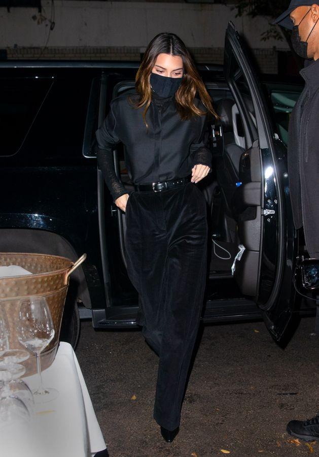 Ngắm outfit dạo phố cuối tuần của Kendall Jenner, biết luôn xu hướng nào sắp lên ngôi - ảnh 6
