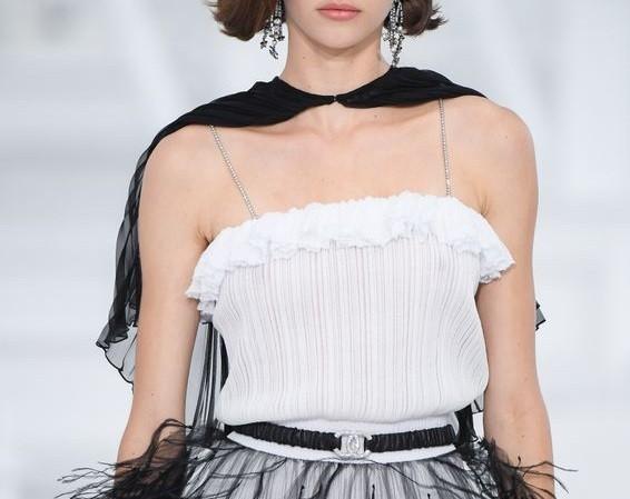 10 hot trend sắp tới được dự đoán từ bộ sưu tập SS21 của Chanel - ảnh 3