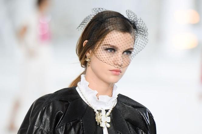 10 hot trend sắp tới được dự đoán từ bộ sưu tập SS21 của Chanel - ảnh 10