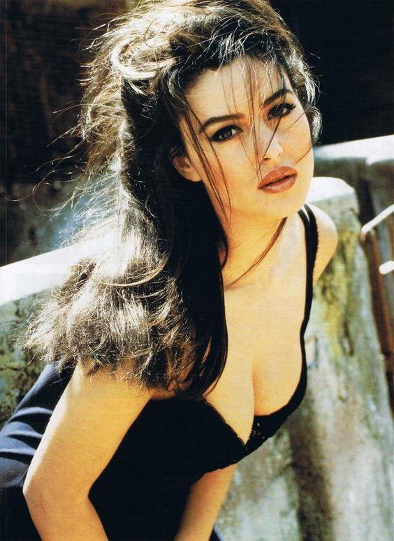 Chiêm ngưỡng biểu tượng sắc đẹp Monica Bellucci thời hoàng kim - ảnh 1