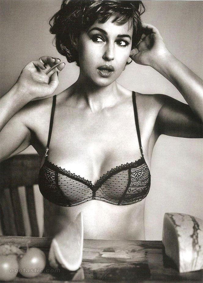 Chiêm ngưỡng biểu tượng sắc đẹp Monica Bellucci thời hoàng kim - ảnh 6