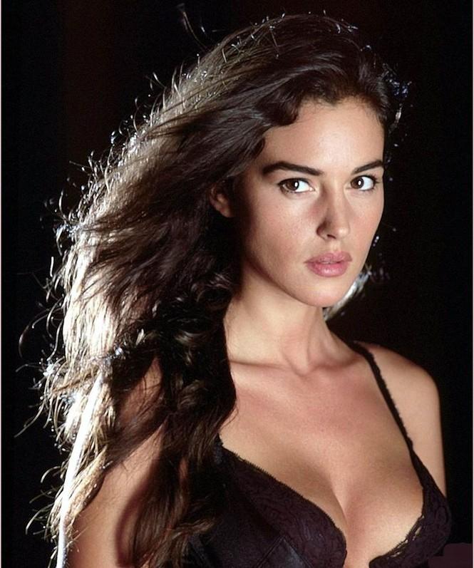 Chiêm ngưỡng biểu tượng sắc đẹp Monica Bellucci thời hoàng kim - ảnh 7