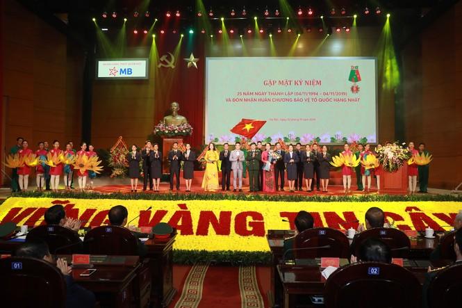 Kỷ niệm 25 năm thành lập, MB đón nhận Huân chương  Bảo vệ Tổ quốc Hạng Nhất - ảnh 1