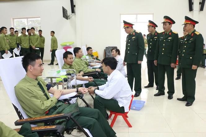 Học viên quân đội hiến tặng gần 400 đơn vị máu - ảnh 1