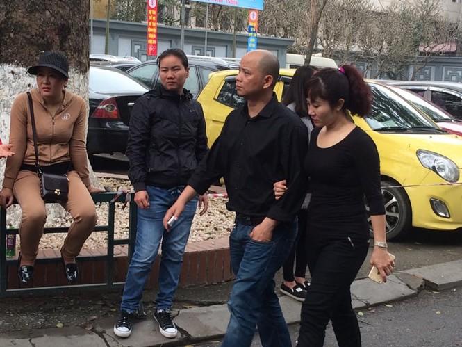 Ca sĩ Mỹ Dung, Minh Quân khóc như mưa ở đám tang Trần Lập - ảnh 13